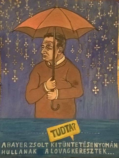 """Bayer Zsolt lovagkereszt esőben áll és közben azon gondolkodik: """"ha majd lovagkeresztek potyognak az égből"""""""